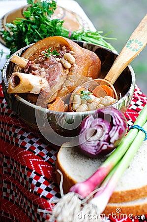 豆行程猪肉熏制的汤