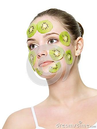 женщина маски кивиа стороны
