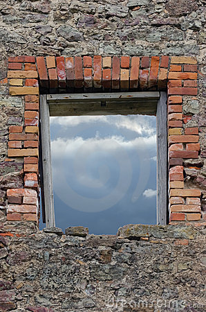 石工瓦砾破坏了土气石制品墙壁