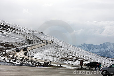 Дорога утесистых гор Колорадо