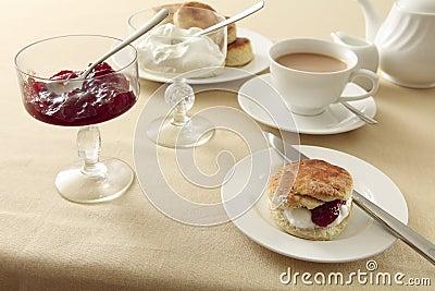 奶油色英国水平的茶