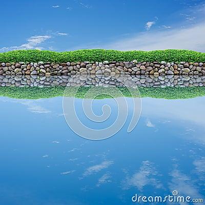 镇静池塘反映天空