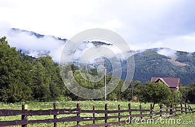 格式横向山原始农村