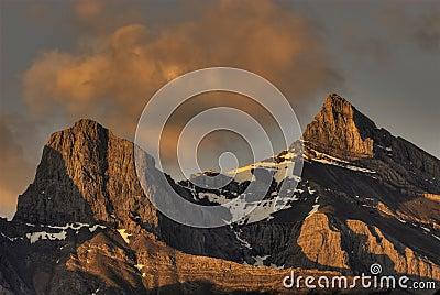 δύσκολη ανατολή βουνών