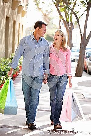 夫妇运载购物的藏品现有量