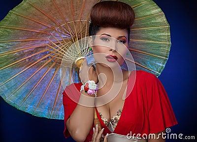 亚裔遮阳伞妇女