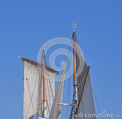 高风帆的船
