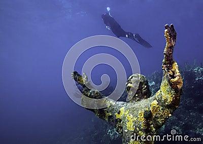 登高的基督深潜水员