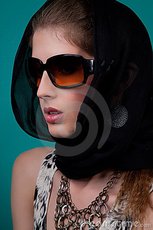 μοντέρνη γυναίκα σαλιών