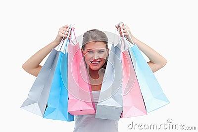 快乐的妇女藏品购物袋