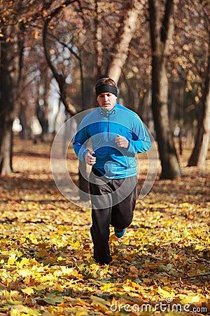δασικό τρέξιμο ατόμων
