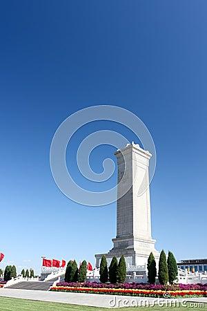 Памятник к героям людей