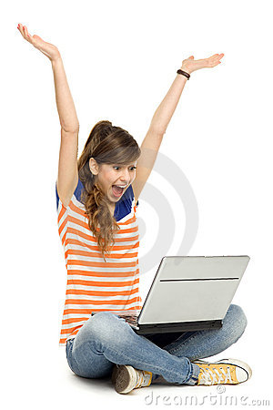 武装使用妇女被上升的膝上型计算机