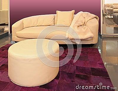 米黄长沙发