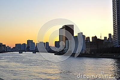 Токио на заходе солнца Редакционное Стоковое Изображение