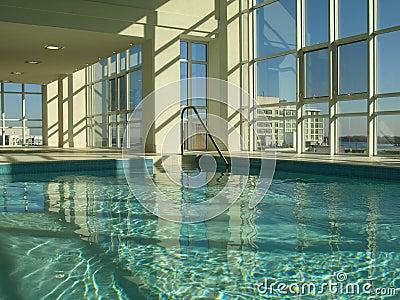 室内游泳池游泳