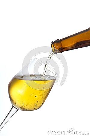 啤酒杯倾吐