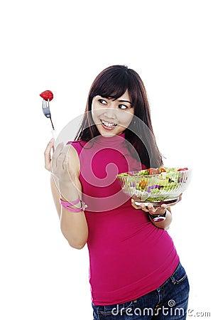 κατανάλωση της υγιούς γυναίκας σαλάτας