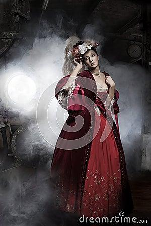 το φόρεμα ομορφιάς διαμόρφωσε την ηλικιωμένη φορώντας γυναίκα