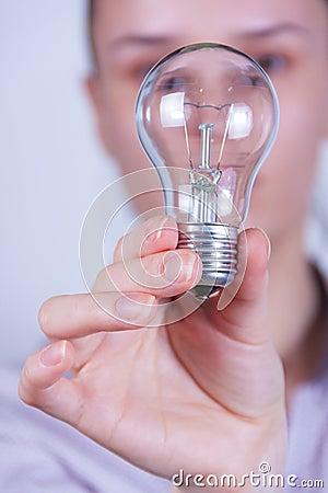 ηλεκτρική γυναίκα λαμπτήρων εκμετάλλευσης