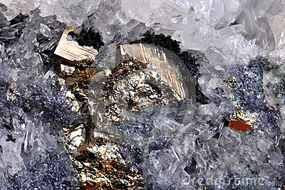 水晶硫铁矿岩石
