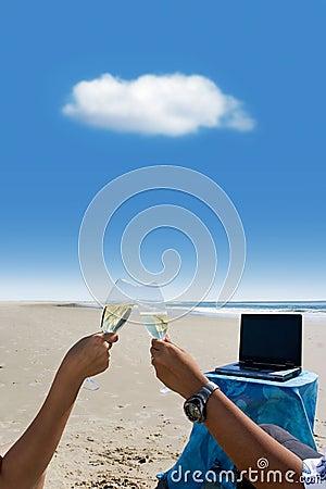 вычислять облака торжества пляжа