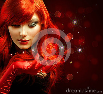 красный цвет девушки с волосами