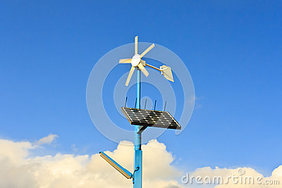 太阳电池板和风轮机可再造能源