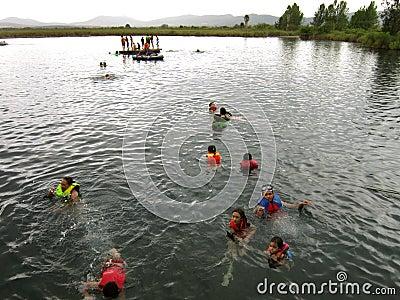媒体月神墨西哥游泳盐水湖 编辑类库存照片