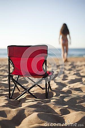 在海滩的游泳