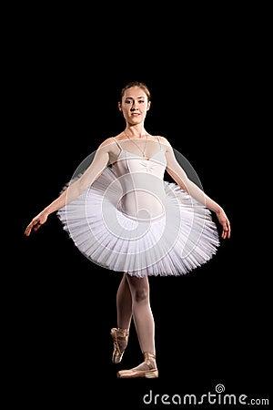 一条空白裙子的古典芭蕾舞女演员