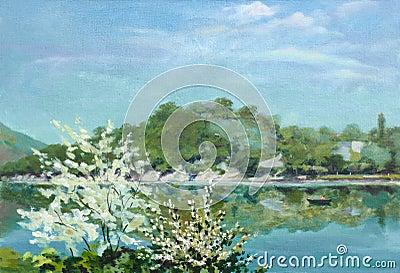 开花的结构树临近湖