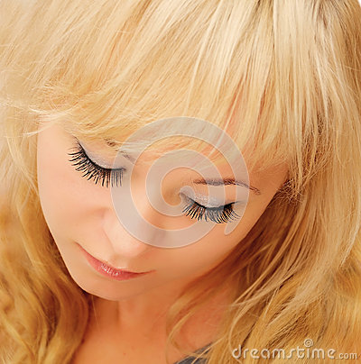 Женщина красотки белокурая
