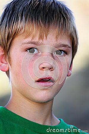 青春期前的男孩