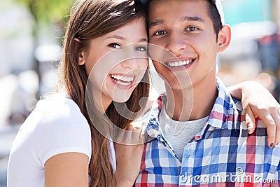 Счастливые молодые пары