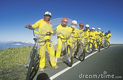 组自行车骑士乘坐 编辑类库存照片