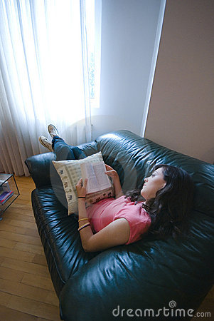 чтение девушки