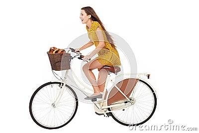 妇女骑自行车