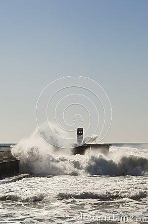 风大浪急的海面