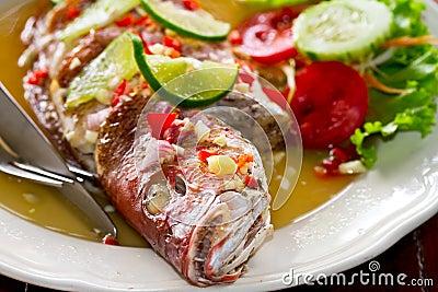 泰国样式全部的红鲷鱼鱼