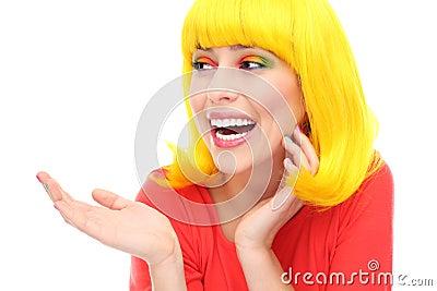 黄色头发女孩笑