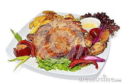 Зажаренный в духовке цыпленк цыпленок с овощами