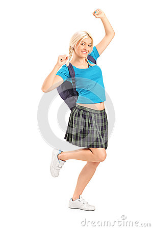 兴奋女学生用被举的手