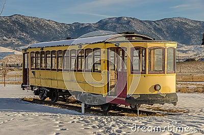 Желтая вагонетка