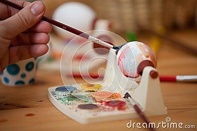 Красить пасхального яйца
