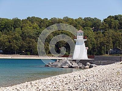在休伦湖畔的灯塔