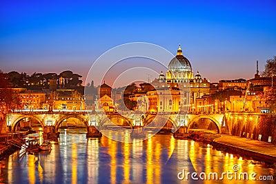 圣皮特的大教堂在晚上,罗马