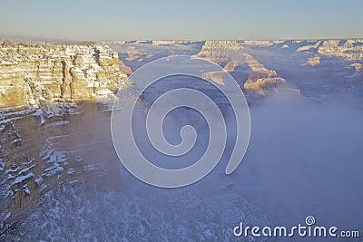 在雪以后的大峡谷