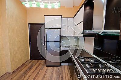 现代厨房内部
