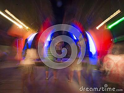 夜总会或摇滚乐音乐会跳舞